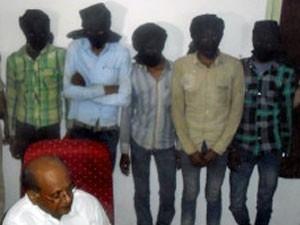 Sob pressão, Índia diz ter prendido 5 após estupro de turista suíça