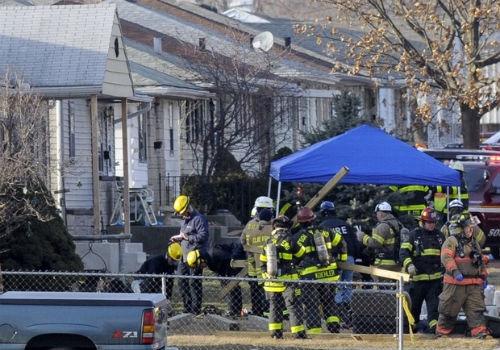 Jato particular cai, atinge três casas e deixa ao menos dois mortos em Indiana, nos EUA