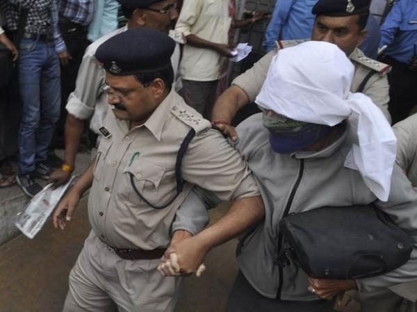 Seis acusados de estuprar turista suíça comparecem a tribunal na Índia