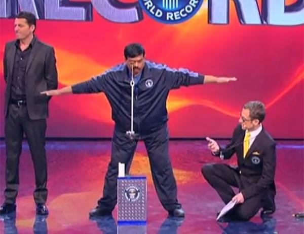 Indiano exibe pálpebra mais forte do mundo ao erguer 3,4 quilos