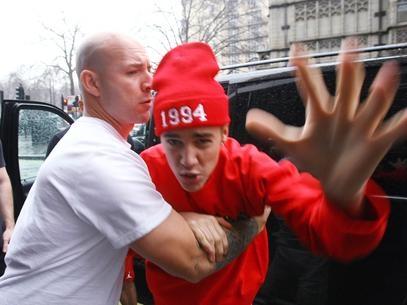 Justin Bieber teria sido expulso de hotel em Paris