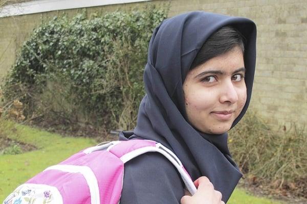 Menina que escapou de ataque talibã volta à escola na Inglaterra