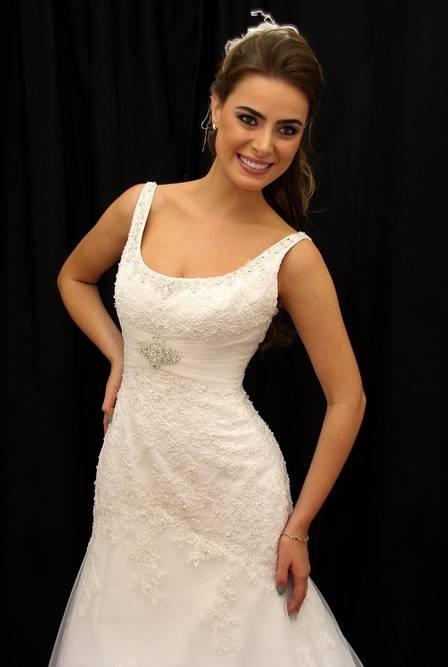 Noiva de Latino fala sobre casamento com cantor: