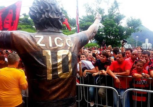 Na véspera dos 60 anos, Fla inaugura estátua de Zico com festa na Gávea