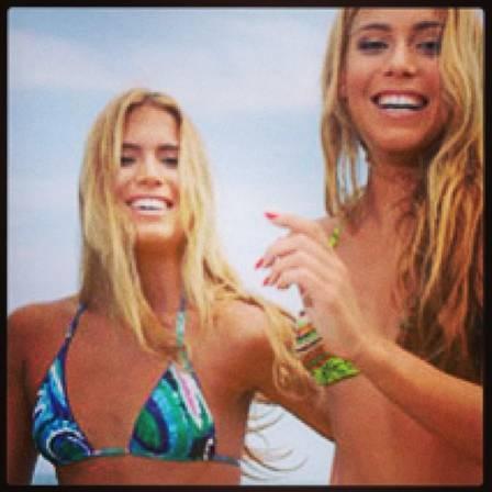 Após problemas com pesos, gêmeas do nado querem ficar mais gostosas