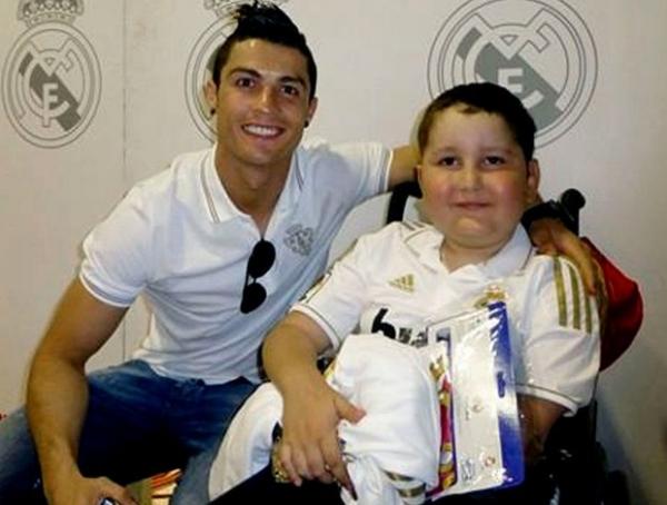 Morre menino de 9 anos que tinha tratamento custeado por C. Ronaldo