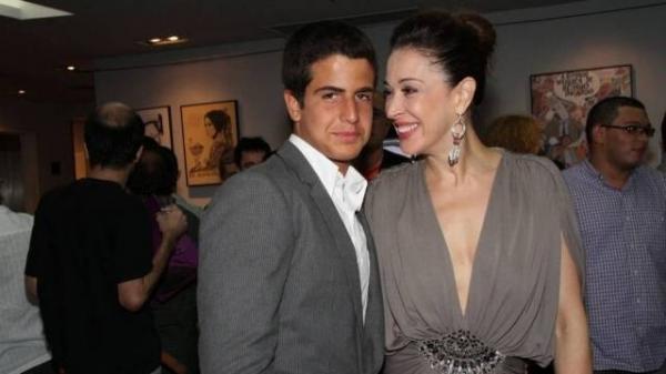 Claudia Raia nega que filho está tendo affair com Nicole Bahls: ?É mentira?