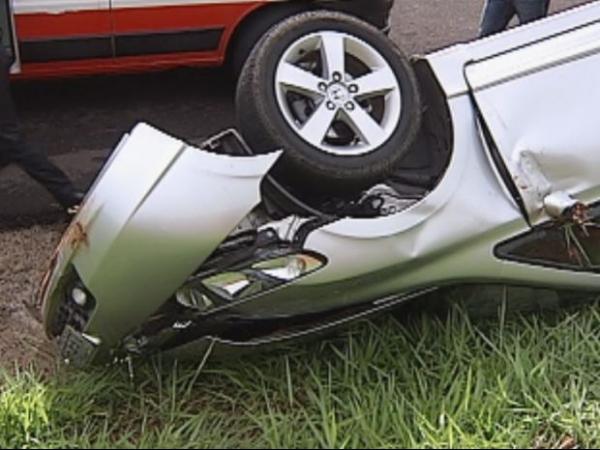 Criança escapa de grave acidente por causa de cadeirinha