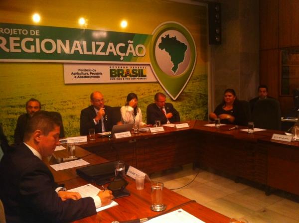 Belê pede prazo financeiros para apicultores do Piauí em Brasília