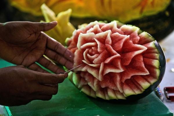 Feira na Índia exibe esculturas feitas em frutas e vegetais