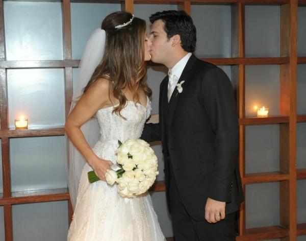 Modelo e apresentadora Ana Luiza Castro se casa com publicitário