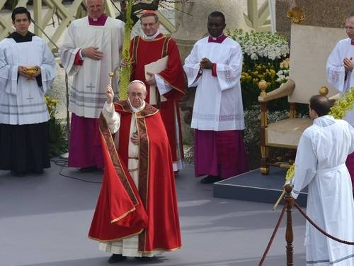 Papa Francisco celebra primeira missa de Domingo de Ramos
