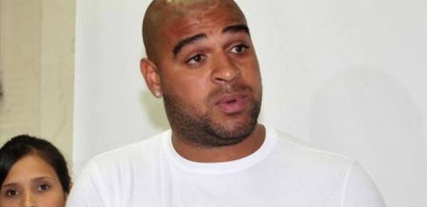 Adriano não dá retorno e Palmeiras avalia atacante como desinteressado