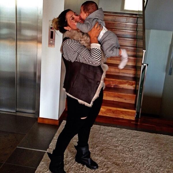 Dentinho se declara a mulher Dani Souza e ao filho:
