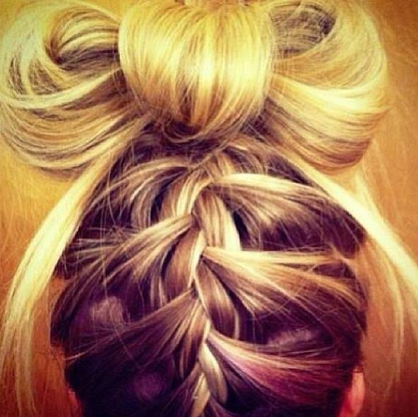 Depois do coque alto, laço de cabelo é nova tendência em penteados