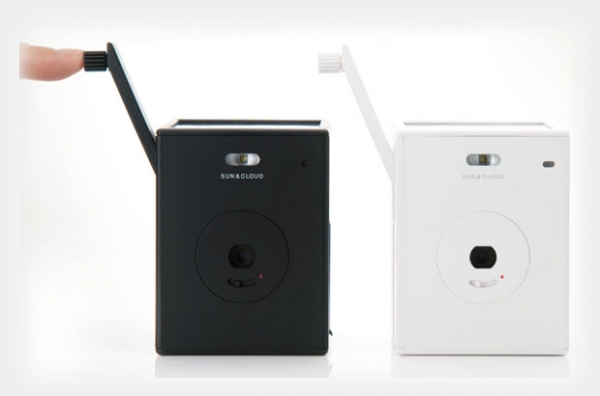 Empresa japonesa lança Sun e Cloud, câmera digital carregada por manivela
