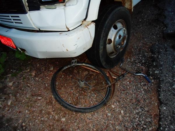 Jovem de 15 anos fica ferido após ser atropelado por caminhão no interior do Piauí