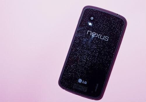 Nexus 4 chega ao Brasil custando o dobro e esgota no primeiro dia