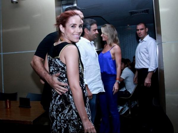 Agora ruiva, Wanessa Camargo tem jantar romântico com o marido