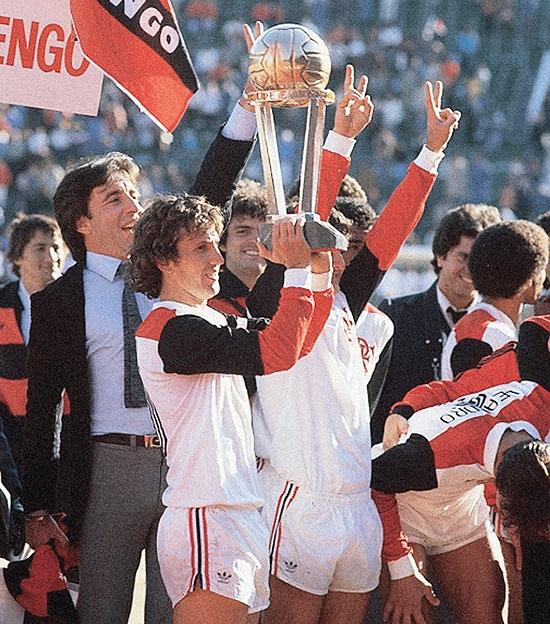 Craque da bola, Zico faz 60 anos e ganha estátua no Flamengo
