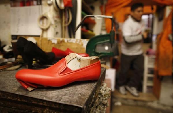 Sapateiro do Papa Emérito se diz pronto para calçar seu sucessor