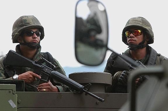Sem nenhum tiro, Barreira do Vasco e Complexo do Caju são ocupados em megaoperação