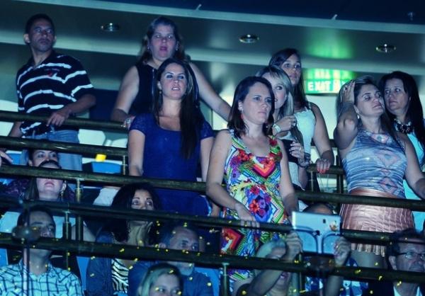 Suposta namorada de Zezé curte terceiro dia de show em cruzeiro