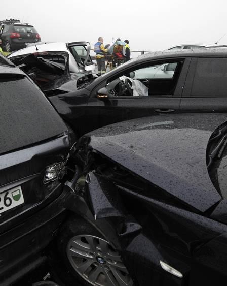 Engavetamento com mais de 50 carros deixa feridos em estrada na Suíça