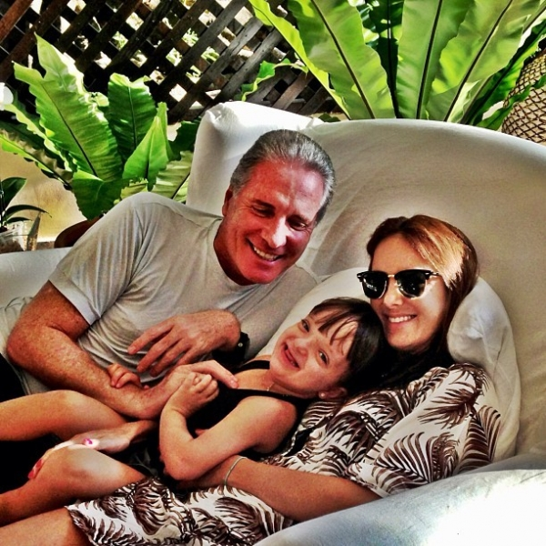 Família Justus aparece em foto relax na fazenda, após Rafa andar de pônei
