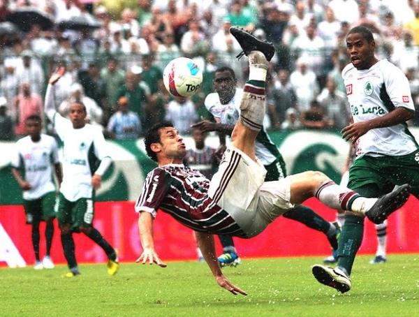 Fred volta, Fluminense faz 2 e dorme líder do grupo