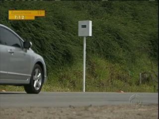 Moradores instalam radar falso em rodovia para evitar acidentes