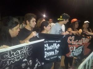 Amigos velam corpo do vocalista Chorão em Santos; família abre as portas a fãs