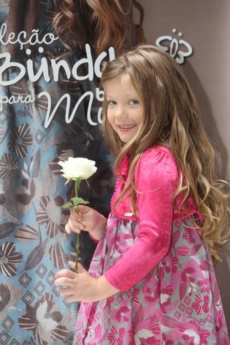 Duda Bündchen, sobrinha da top Gisele, assina nova coleção de roupas