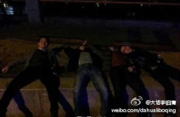 Mulher encontra bêbado deitado em calçada e faz sexo com ele na China