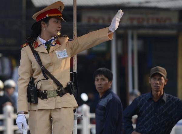 Para melhorar imagem, Vietnã veta agentes de trânsito barrigudos