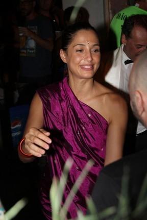 Patrícia Pillar usa peruca azul em festa de novela