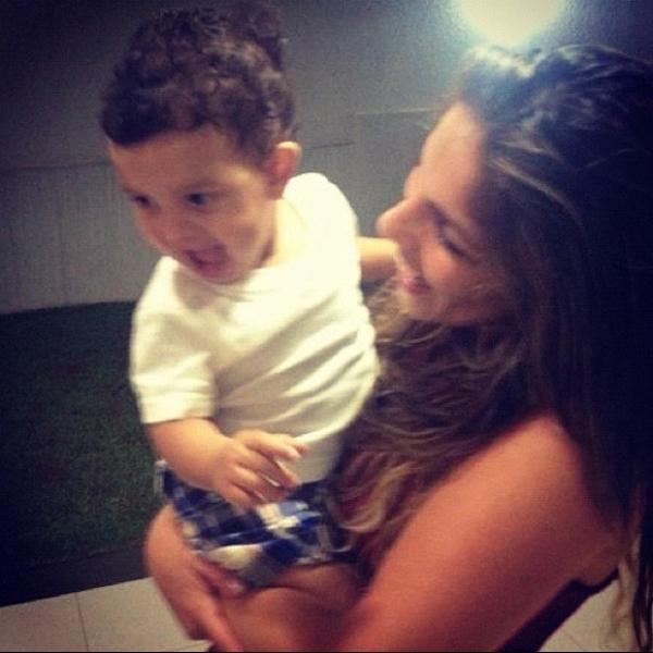 Anamara, a Maroca do BBB, posta foto com filho do Dhomini no colo