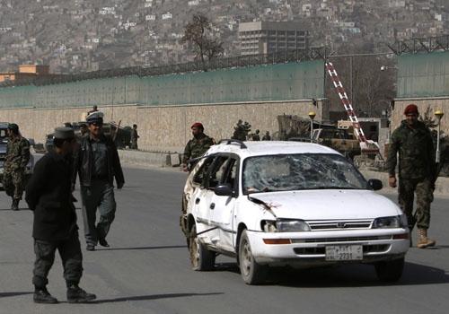 Ataque suicida no Afeganistão durante visita do chefe do Pentágono mata 8 crianças e 1 policial