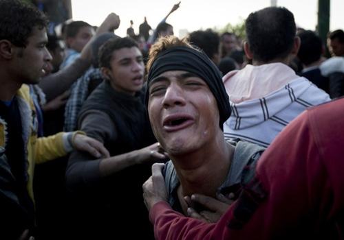 Protestos após sentença de morte a torcedores matam dois no Egito