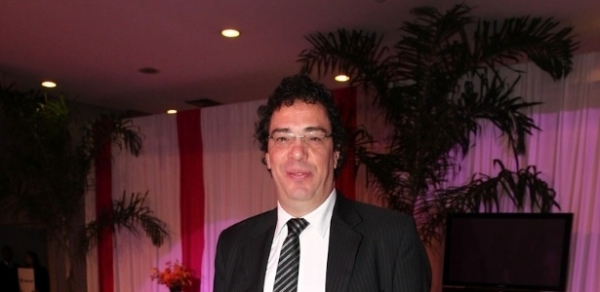 Biógrafo revela pegadinha com viúvo e surtos psicóticos de Casagrande