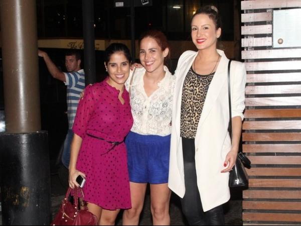 Claudia Leitte e Wanessa Camargo jantam com os seus amados