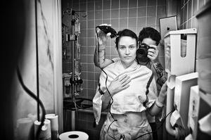 Marido comove mundo ao mostrar a luta da mulher contra câncer de mama