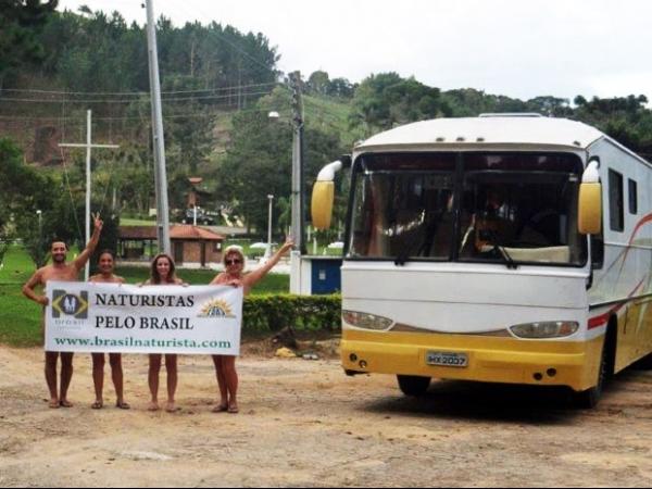 Excursão nudista percorre 5 mil quilômetros por 6 estados do país