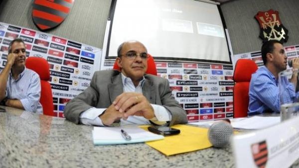 Flamengo não dá prazo para pagar R$ 750 mi e diz que time forte só em 2014
