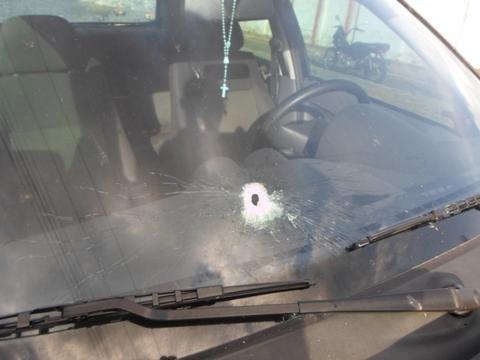 Homem é preso após roubar carro e trocar tiros com a polícia