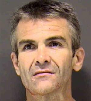 Ladrão rouba 10 desodorantes, mas é preso ao bicicleta quebrar na fuga