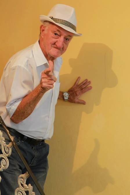 Russo, de 82 anos, mantém casamento com mulher meio século mais jovem e não pensa em parar: