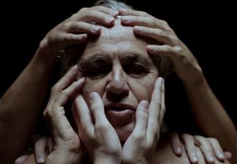 Caetano Veloso divulga novo clipe onde aparece sem camisa