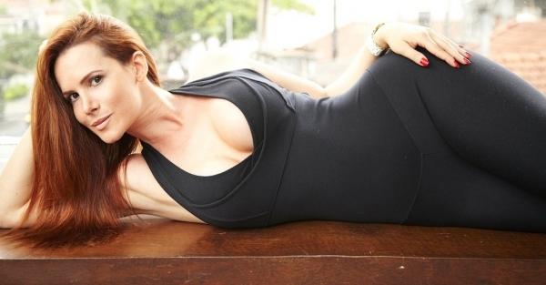 Chocolate não impede coelhinha da Playboy de ter corpo em forma