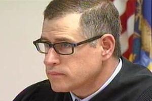 Juiz nos EUA aplica multa a si mesmo por seu celular tocar em julgamento